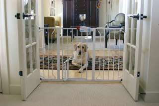 Carlson 0930PW Extra Wide Walk Thru Gate with Pet Door