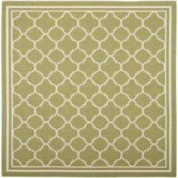 Poolside Green/ Beige Indoor Outdoor Rug (67 Square)